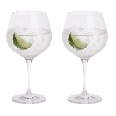 gin balloon glasses with a slice of lime and traditional G&T